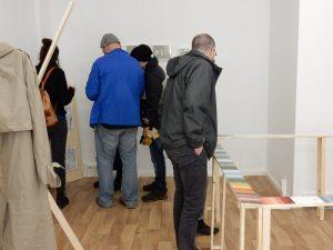 In der Ausstellung.